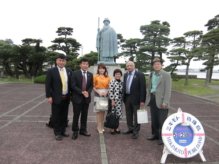 Photo in front of the statute of late Kokichi Mikimoto, the founder of Mikimoto Pearl Island. (Left to right): Katsuhiro Asagiri, Noburu Shibahara, Motoko Asano, Takako Doi, Ramesh  Jaura, Shigero Oka.